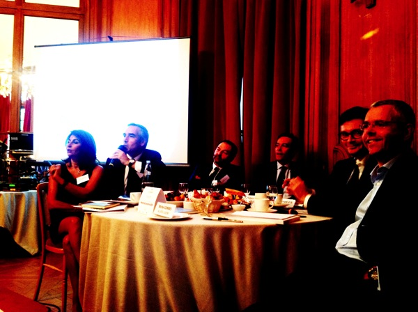 Bruno Jeudy du JDD au micro lors de la table ronde du 27 mai