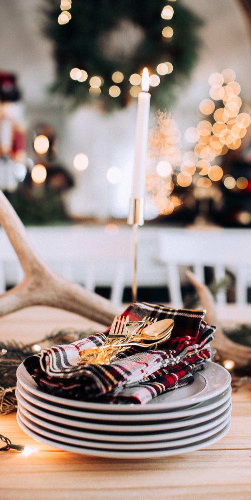 Traditional Christmas Tablesetting | Craftberry Bush Blog