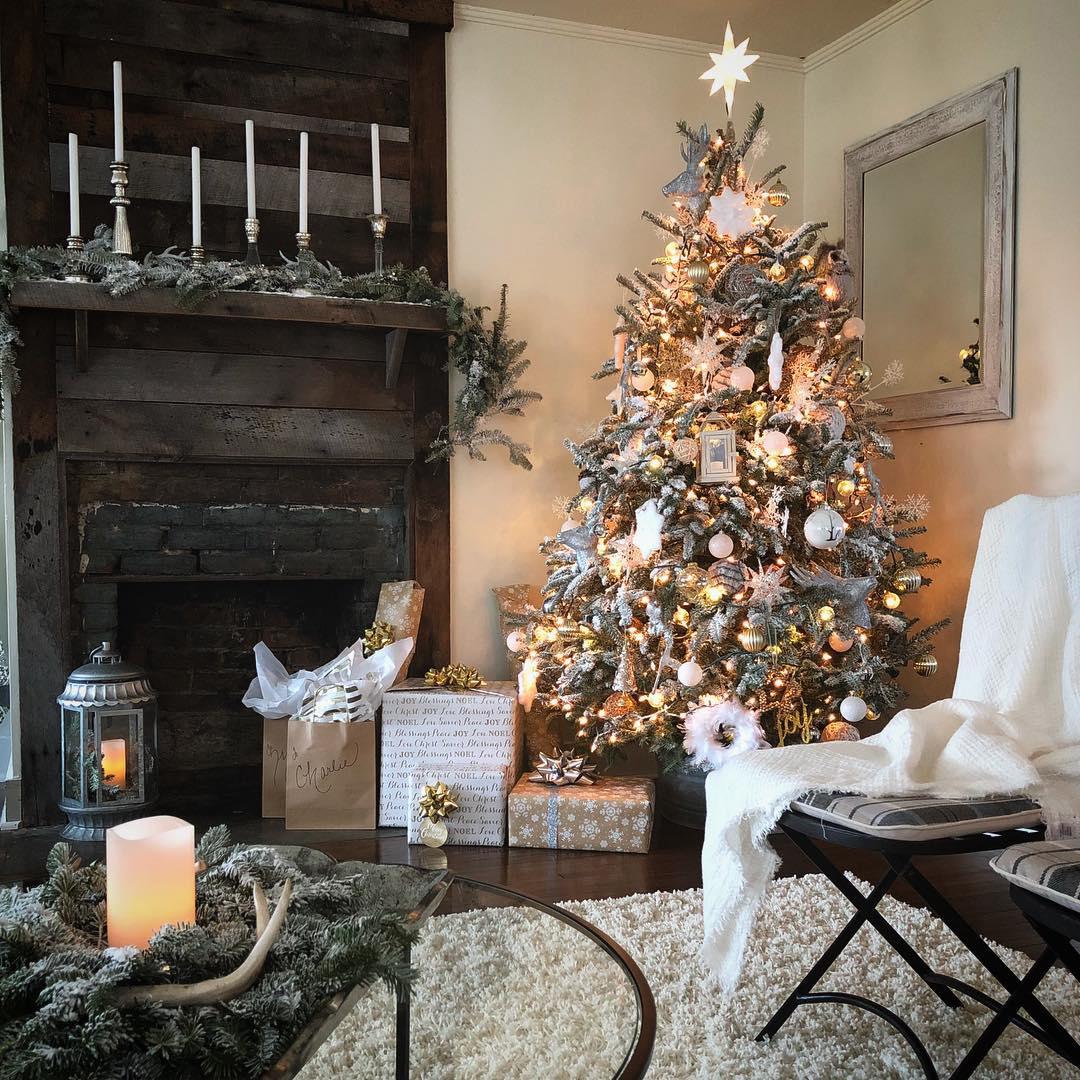 Beautiful Country Christmas Tree