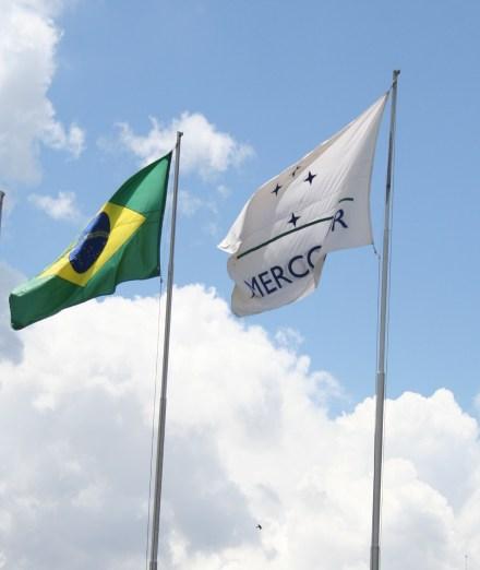 Bandeiras do Brasil e Mercosul