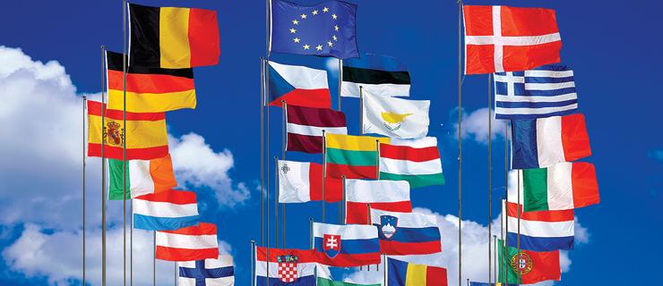 Bandeiras hasteadas dos países da União Europeia