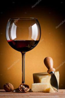 Taça de vinho com queijo