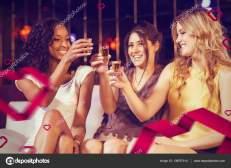 cachaça na noite com mulheres