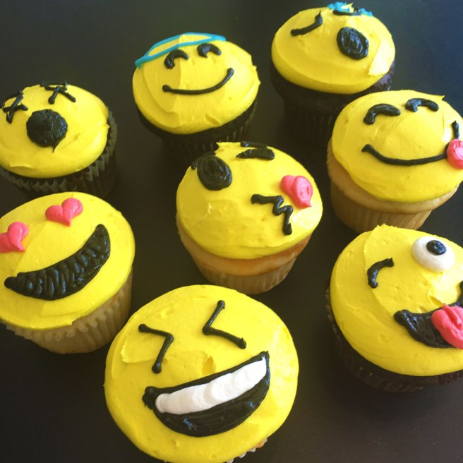 Emoji-Smiley-Face-Cupcakes-web