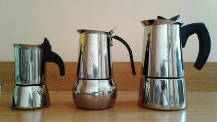 Kawiarki Bialetti na indukcję wykonane ze stali szlachetnej. Niby podobne, a każda inna! :) od lewej rozmiar 2tz, 4tz i 6tz.