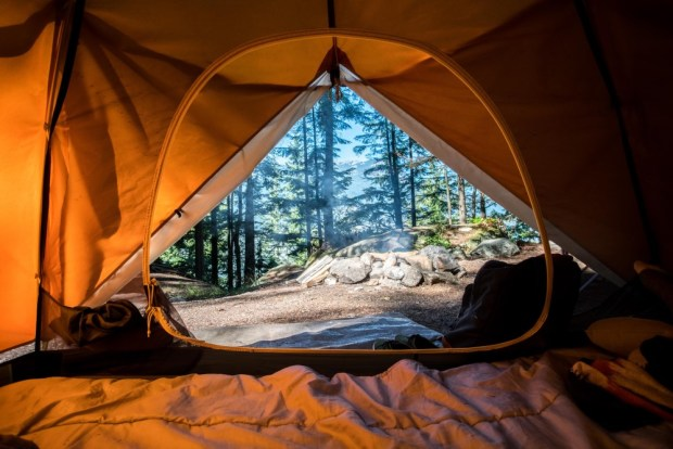best sleeping bags for camping - camperville