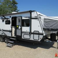 best hybrid travel trailers - Jayco Jay Feather 2021