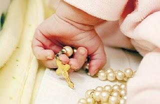 Resultado de imagem para criança rezando terço