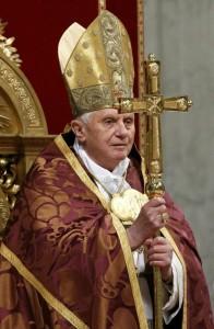 Bento XVI nos fala da importância da Virgem Maria na vida da Igreja.