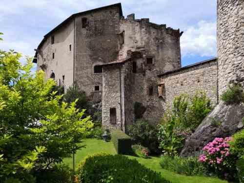 castel pietra visitare castello