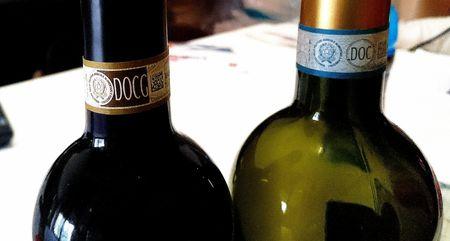 Bottiglie DOC e DOCG per scheda di degustazione vino
