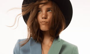 Capture one raw photo editor blogpost mareike keicher color harmonies feature image girl in hat