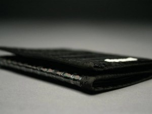 RAGGEDedge Tri-Fold Carbon Fiber Sailcloth Wallet: Carbon Fiber / Black