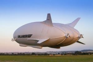 Airlander 10 completes first flight