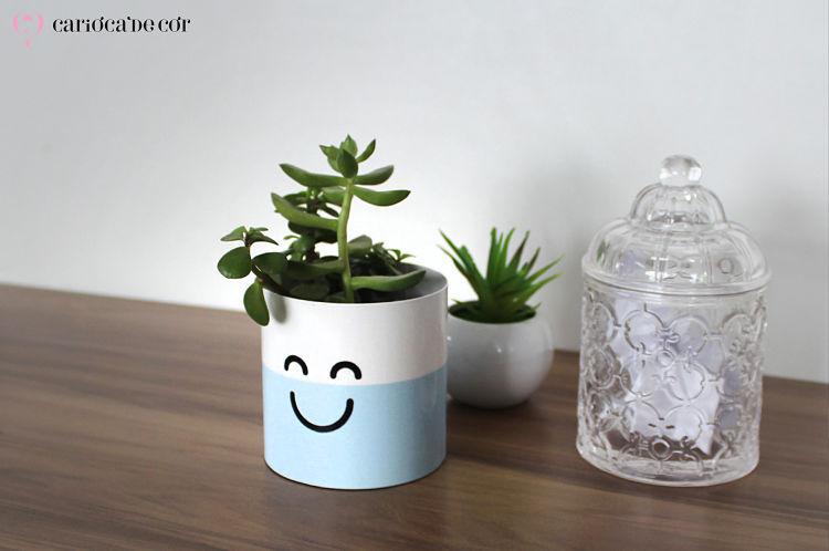 cachepot com platinha para animar ambiente de trabalho