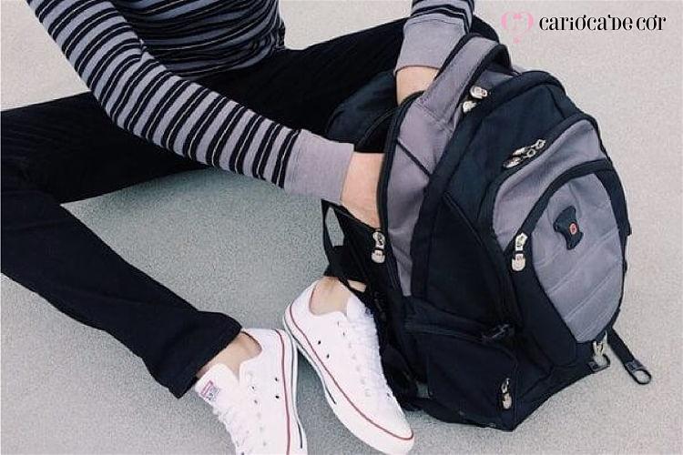estudante com mochila