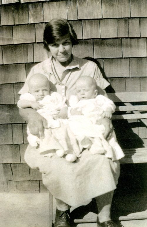 Agnes with the twins, Luther and Aaron, 1927