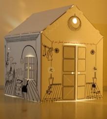 Light Night, 2006, cartoncino, filo di cotone, lampade alogene - Scultura di carta a forma di casa. Sulle superfici esterne sono state ricamate le stanze e la vita che generalmente le mura di una casa nascondono e proteggono