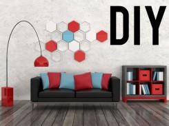 living DIY - (atl) Fotografia di un salotto arredato di nero, rosso, azzurro con divano, libreria, lume e una decorazione da muro.
