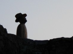 una scultura di Folon intitolata Il Volo.