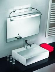 La luce Linea Light Circular è installata sopra lo speccio del bagno