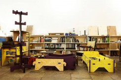 Alcuni esempi  della famiglia di mobili per bambini Muzzle: libreria, letto, tavoli, attaccapanni