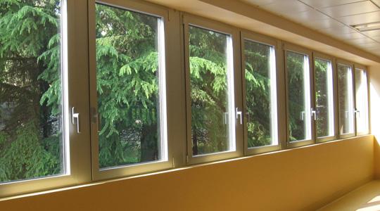 Come risparmiare energia in casa con porte e finestre isolanti casanoi blog - Pellicole isolanti per vetri finestre ...