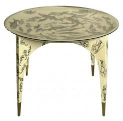 """Tavolo tondo, fondo giallo avorio, con disegni di """"Pesci, cavallucci marini e astici"""", una collaborazione Gio Ponti e Piero Farinetti."""