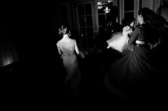 """Federica Valabrega, """"Untitled"""", fotografia stampata su carta cotone, 30x45 cm, Brooklyn, NY, 2013 – Tre donne danzano in una stanza"""
