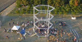 stampa 3D con al centro la BigDelta di WASP alta 12 metri