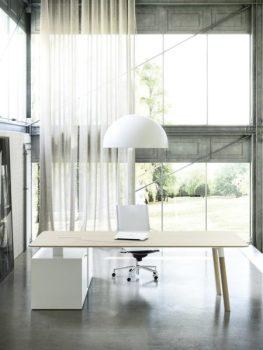 Workplace 3.0: novità arredamento per ufficio scrivania sedia e luce bianca Woods di Fantoni