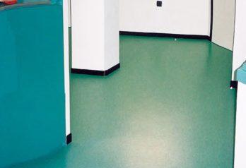 pavimenti resilienti particolare di pavimento in PVC color turchese di Florzeta