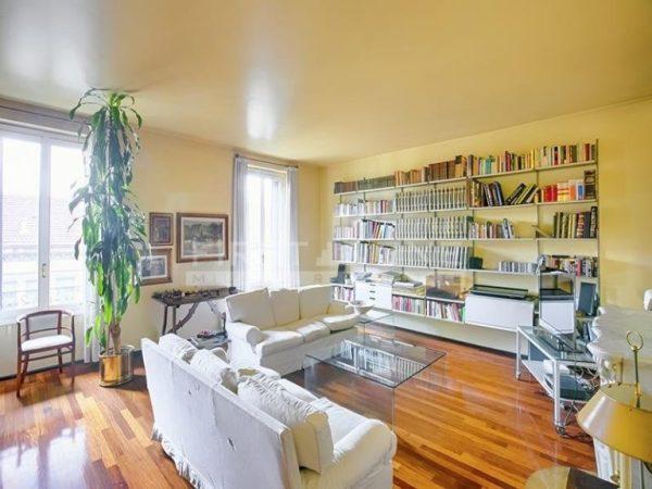 come dividere un appartamento in due unità immobiliari distinte. FOTO: grande soggiorno divisibile