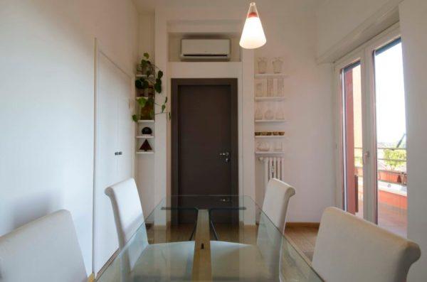 Porta finestra con serramenti in legno (casa privata)