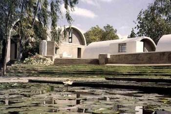 Lo studio dell'architetto indiano Doshi, Pritzker 2018