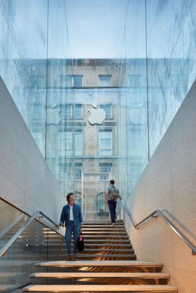 Nuovo Apple Store di Foster a Milano - L'ingresso