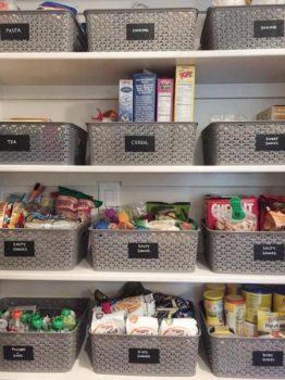 ripostiglio: come organizzarlo con vassoi contenitori