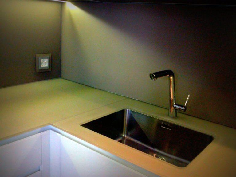 Piano di lavoro cucina in vetro temperato | CasaNoi Blog