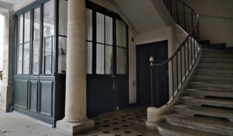 ripartizione spese condominiali luce e pulizia: androne con scale ascensore guardiola portineria