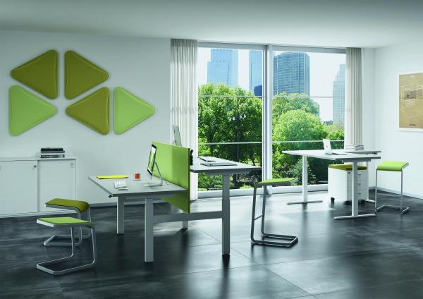 Composizione di sedute e scrivanie per ufficio altezza regolabile Up&Up di Quadrifoglio Group