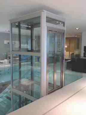barriere architettoniche e vita indipendente, nella foto ascensore Dinamico di Kone Motus