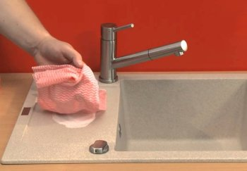 pulire lavello della cucina