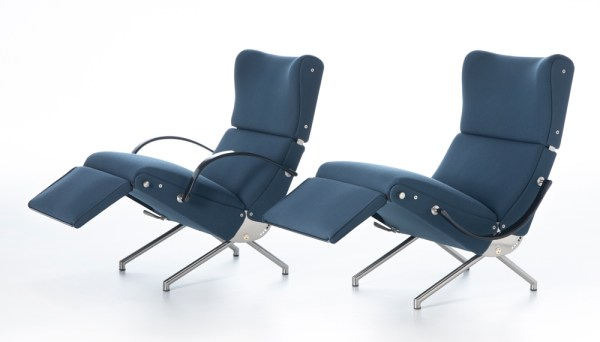 Poltrona reclinabile P40 rivestita in stoffa classic blue, colore Pantone 2020