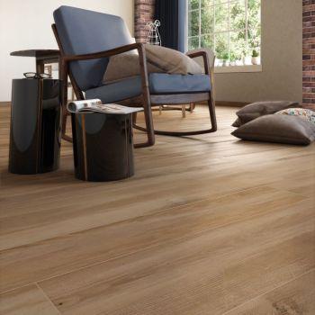 meno plastica in casa con pavimenti in gres porcellanato effetto legno