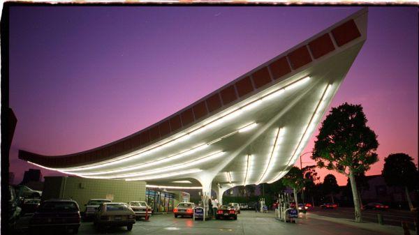 architettura Googie detta anche architettura populuxe o doo-wop, stazione di servizio a Beverly Hills