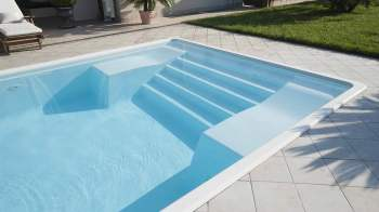 boom piscine per estate 2020 una piscina monoblocco in vetroresina