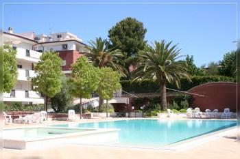 mercato immobiliare cerca giardino e piscina condominiali