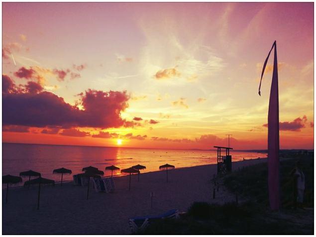 puestas de sol en menorca playa son bou