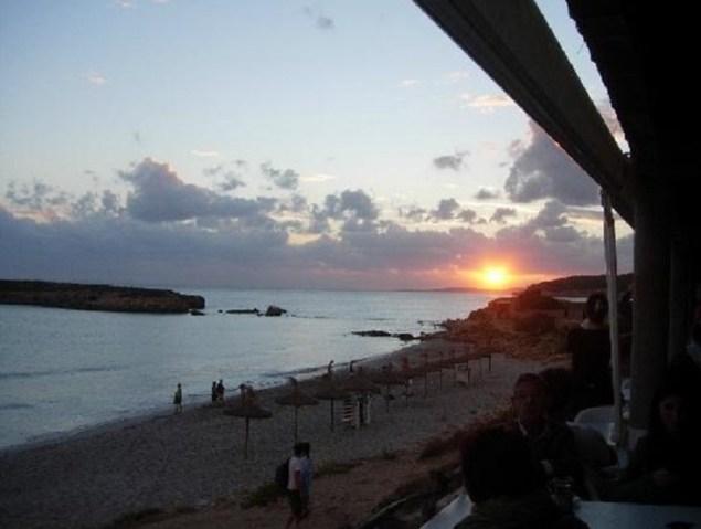puesta sol playa santo tomas menorca