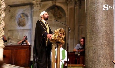 L'imam Sali Salem a récité un verset du Coran dans l'église romaine de Santa Maria du Transtevere